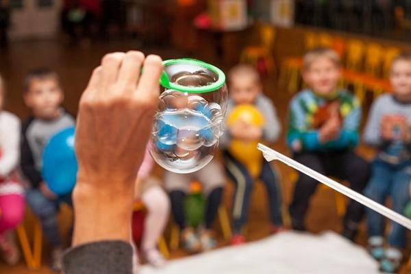 Шоу мыльных пузырей с любым персонажем